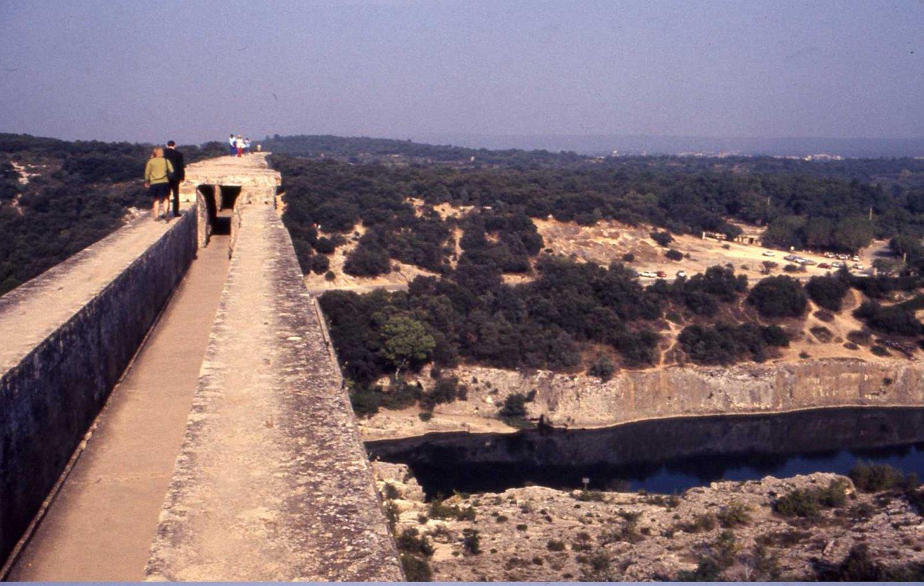 Pont Du Gard Top   www.imgkid.com - The Image Kid Has It! Pont Du Gard Top